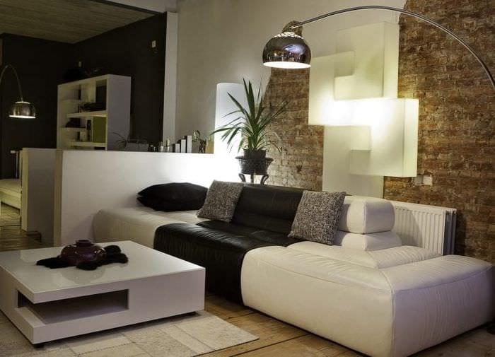 яркий диван в дизайне гостиной