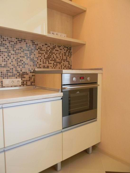 светлый дизайн бежевой кухни в стиле шебби шик