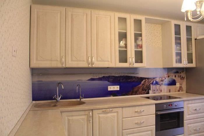красивый интерьер бежевой кухни в стиле прованс