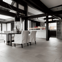 яркий интерьер гостиной в белом цвете фото