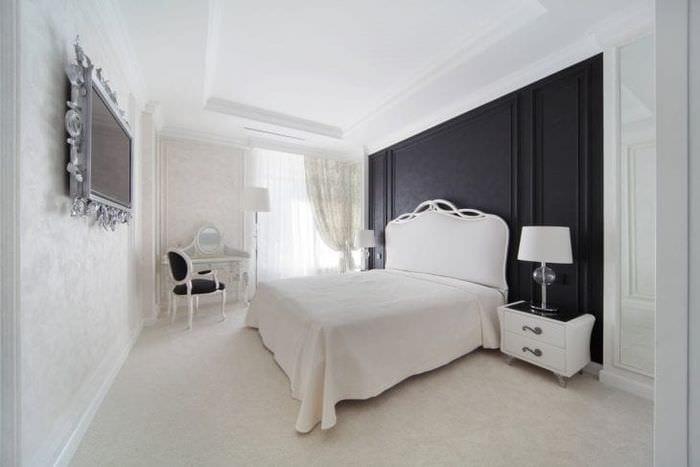 яркий интерьер комнаты в белом цвете