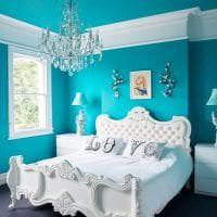 светлый декор квартиры в бирюзовом цвете фото