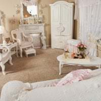 светлый интерьер спальни в стиле шебби шик картинка