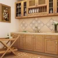яркий фартук из плитки большого формата с рисунком в декоре кухни фото