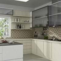 яркий фартук из плитки большого формата с изображением в интерьере кухни фото