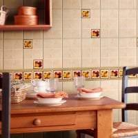светлый фартук из плитки стандартного формата с рисунком в декоре кухни картинка