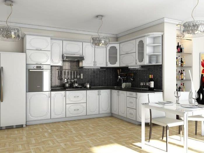 красивый дизайн белой кухни с оттенком серого
