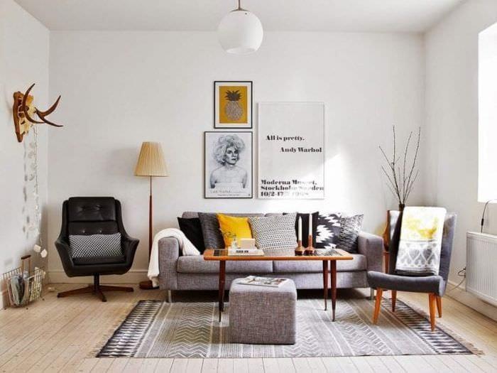 светлый интерьер гостиной в стиле эклектика
