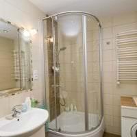 светлый дизайн ванной комнаты с душем в темных тонах фото