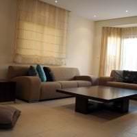 светлый угловой диван в дизайне спальни фото