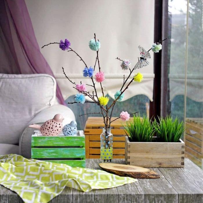 красивый весенний декор в интерьере прихожей
