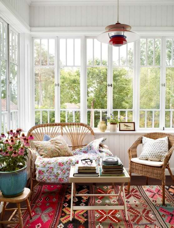 светлый весенний декор в дизайне спальни