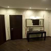 темные двери в дизайне гостиной из дуба фото