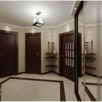 темные двери в интерьере дома из сосны картинка