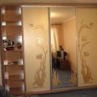 большой шкаф в дизайне коридора картинка