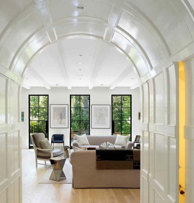 красивая арка в дизайне прихожей