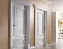 светлые двери в дизайне коридора