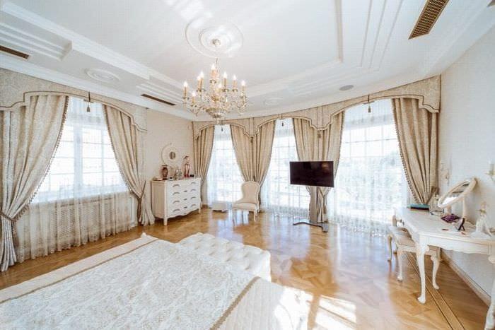 яркий белый дуб в декоре коридора