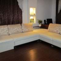 светлый диван в интерьере прихожей картинка