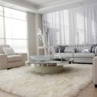 белый диван в интерьере комнаты фото