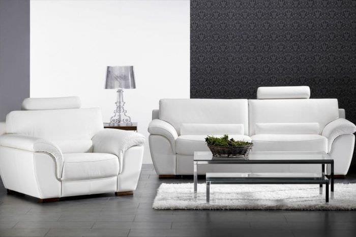 яркий диван в стиле спальни