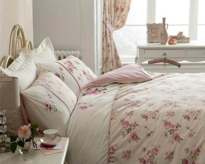 светлый дизайн спальни в стиле шебби шик