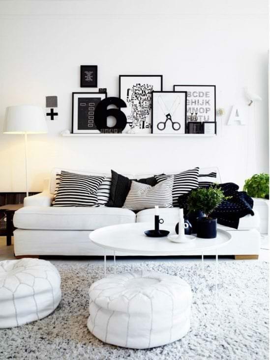 необычный декор коридора в черно белом цвете
