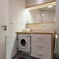 необычный декор ванной комнаты с душем в ярких тонах фото