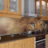 яркий фартук из плитки большого формата с рисунком в интерьере кухни картинка