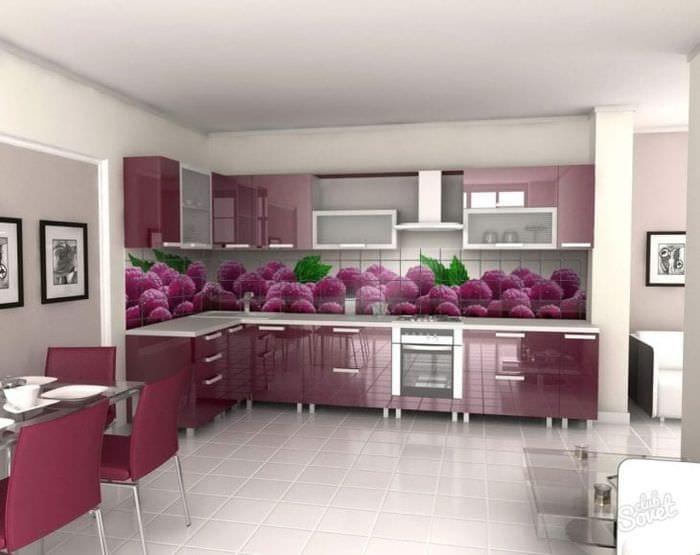 яркий фартук из плитки большого формата с рисунком в дизайне кухни