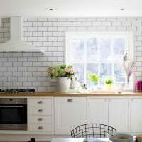 красивый фартук из плитки большого формата с изображением в стиле кухни картинка
