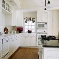 светлый стиль белой кухни с оттенком зеленого картинка