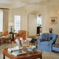 светлый интерьер гостевой в американском стиле фото