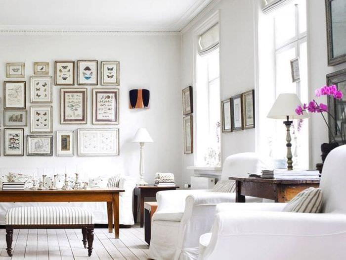 светлый интерьер гостиной в белом цвете
