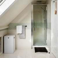 необычный дизайн ванной комнаты с душем в ярких тонах картинка