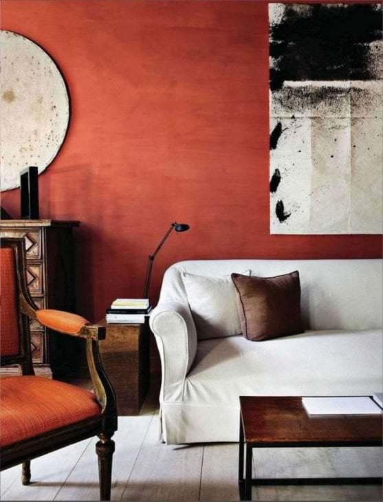 приятный терракотовый цвет в интерьере гостиной