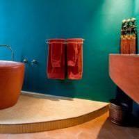 яркий терракотовый цвет в дизайне гостиной фото