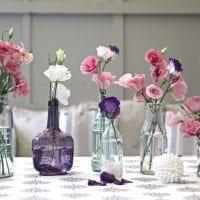 искусственные цветы в дизайне балкона картинка