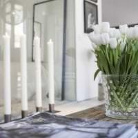 искусственные цветы в дизайне коридора картинка