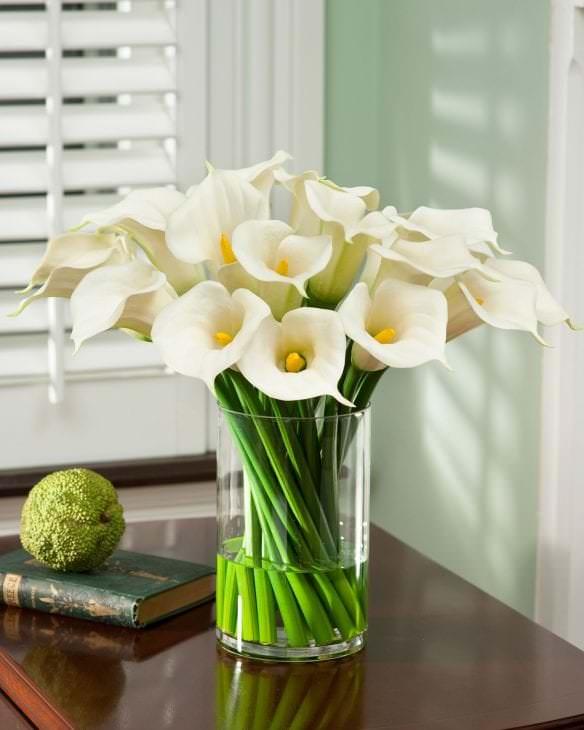 живые цветы в декоре коридора