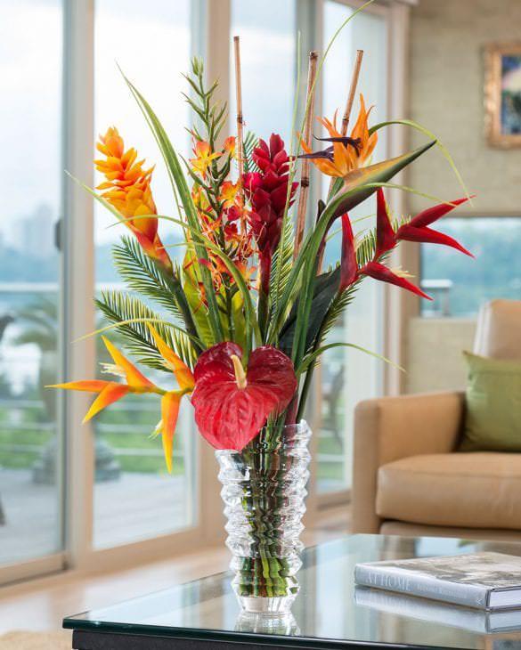 искусственные цветы в дизайне балкона