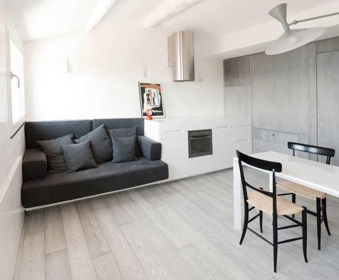 белые стены в дизайне коридора в стиле минимализм