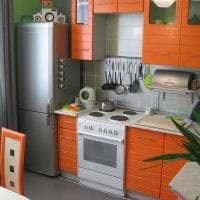 большой холодильник в дизайне кухни в темном цвете фото
