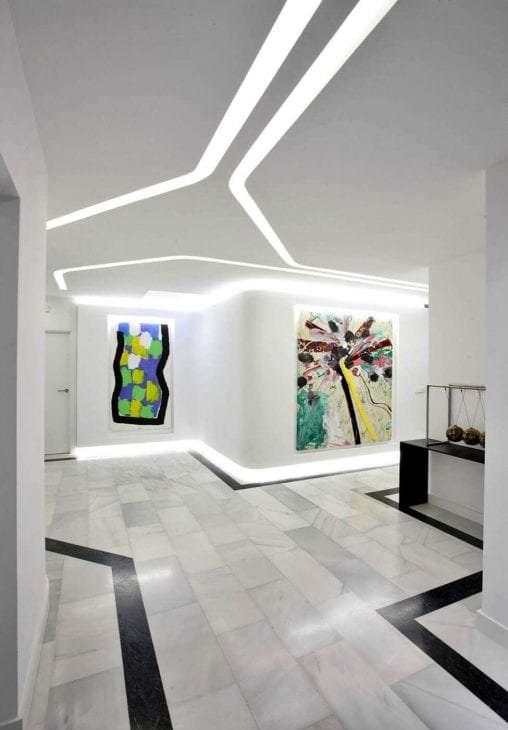 футуризм в интерьере гостиной в ярком цвете
