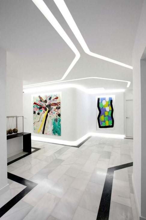 футуризм в интерьере гостиной в необычном цвете