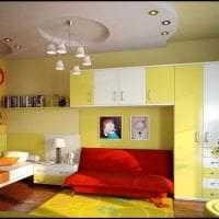 сочетание красного с другими цветами в декоре коридора фото