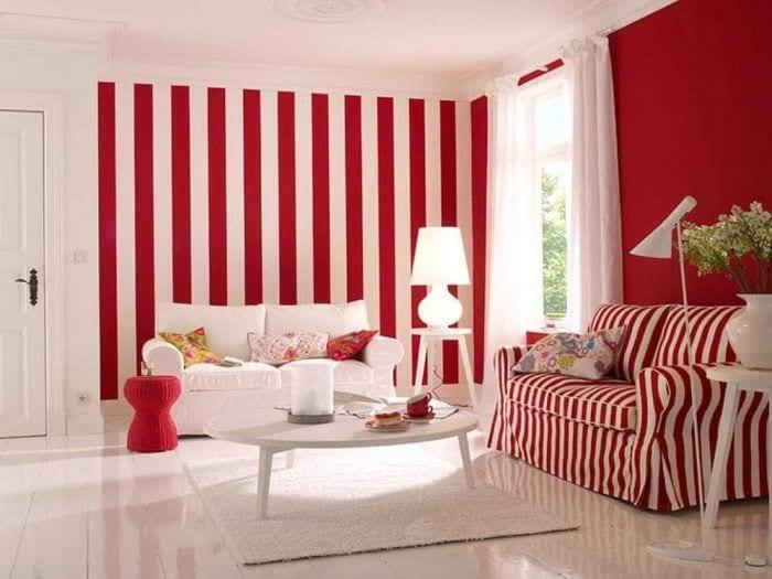 комбинирование красного с другими цветами в интерьере спальни