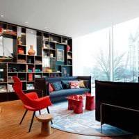 сочетание красного с другими цветами в декоре гостиной фото