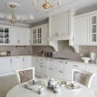 светлый интерьер элитной кухни в стиле модерн фото