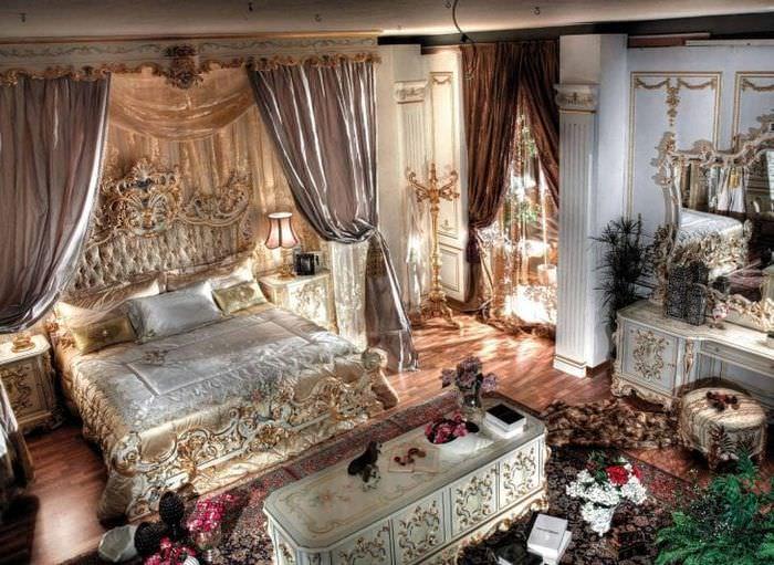 необычный декор гостиной в стиле барокко